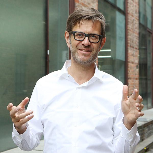 Rechtsanwalt und Dozent für Deutschkurse Robert Glöer
